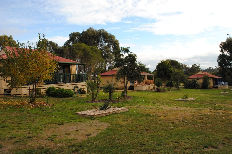 Lakes Entrance Country Cottages - Geraldton Accommodation