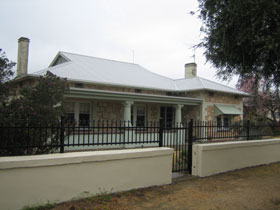 Naracoorte Cottages - MacDonnell House - Geraldton Accommodation