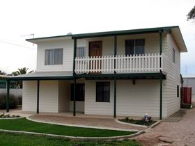 Louth Bay Holiday Apartment - Geraldton Accommodation