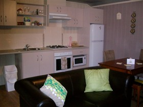 Little Para Cottage - Geraldton Accommodation