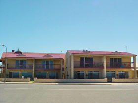 Tumby Bay Hotel Seafront Apartments - Geraldton Accommodation