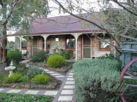 Langmeil Cottages - Geraldton Accommodation