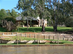 Roonka Riverfront Cottages - Geraldton Accommodation
