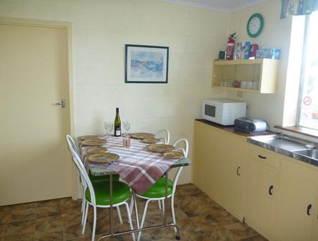 Oaklands Fishing Cottage - Geraldton Accommodation