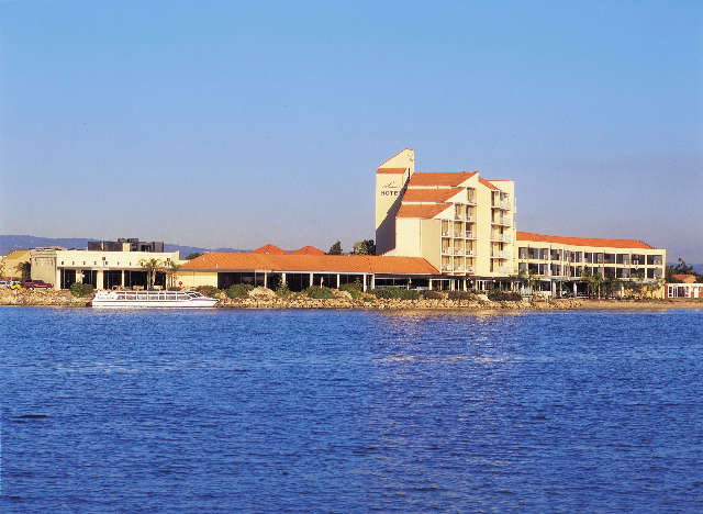 The Lakes Resort Hotel - Geraldton Accommodation