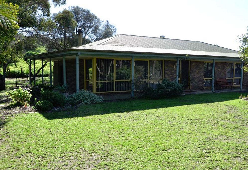The Beach House - Normanville - Geraldton Accommodation