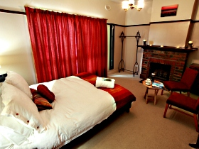 Old Cable Station Colonial Retreat - Geraldton Accommodation