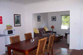 Giants' Table and Cottages - Geraldton Accommodation