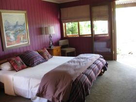 French Cottage and Loft - Geraldton Accommodation