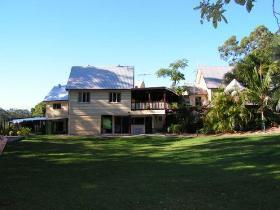 Glasshouse Mountains Ecolodge - Geraldton Accommodation