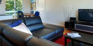 Beach Kharma Cottage - Geraldton Accommodation