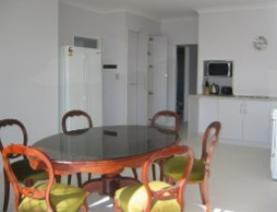 Olas Holiday House - Geraldton Accommodation