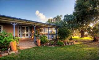 James Farmhouse and Rose Cottage - Geraldton Accommodation