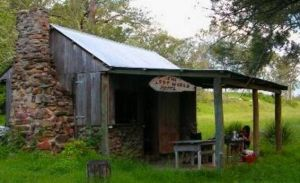 Katandra Mountain Farm House - Geraldton Accommodation