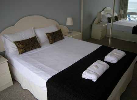 Pacific Regis Beachfront Apartments - Geraldton Accommodation