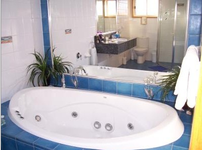 Bateau Bay Beachfront Luxury Accomodation - Geraldton Accommodation