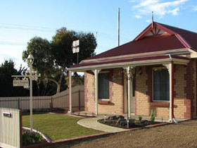 Brooking Cottage - Geraldton Accommodation