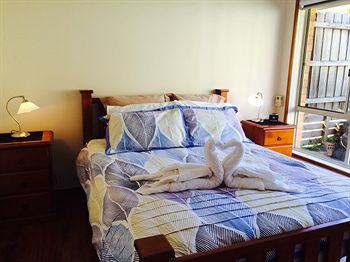 Australian Home Away  East Doncaster Andersons Creek 1 - Geraldton Accommodation