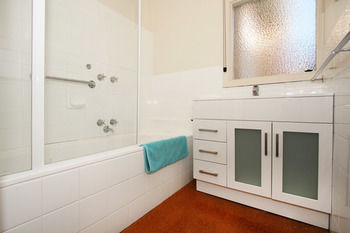 Lisson Holiday Rental - Geraldton Accommodation