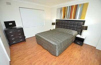Balmain 3 Mont Furnished Apartment - Geraldton Accommodation
