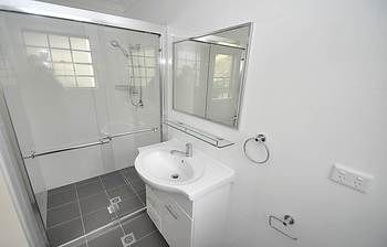 Balmain 4 Mont Furnished Apartment - Geraldton Accommodation