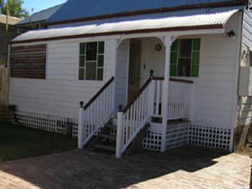 A Pine Cottage - Geraldton Accommodation