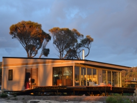 Sawyers Bay Shacks - Geraldton Accommodation