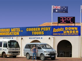 Radeka Downunder Underground Motel and Backpacker Inn - Geraldton Accommodation
