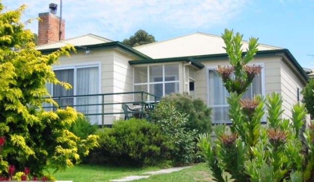 Lady Barron Holiday Home - Geraldton Accommodation