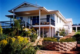 Lovering's Beach Houses - The Whitehouse Emu Bay - Geraldton Accommodation