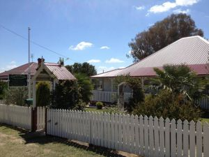 Tenterfield Luxury Historic c1895 Cottage - Geraldton Accommodation