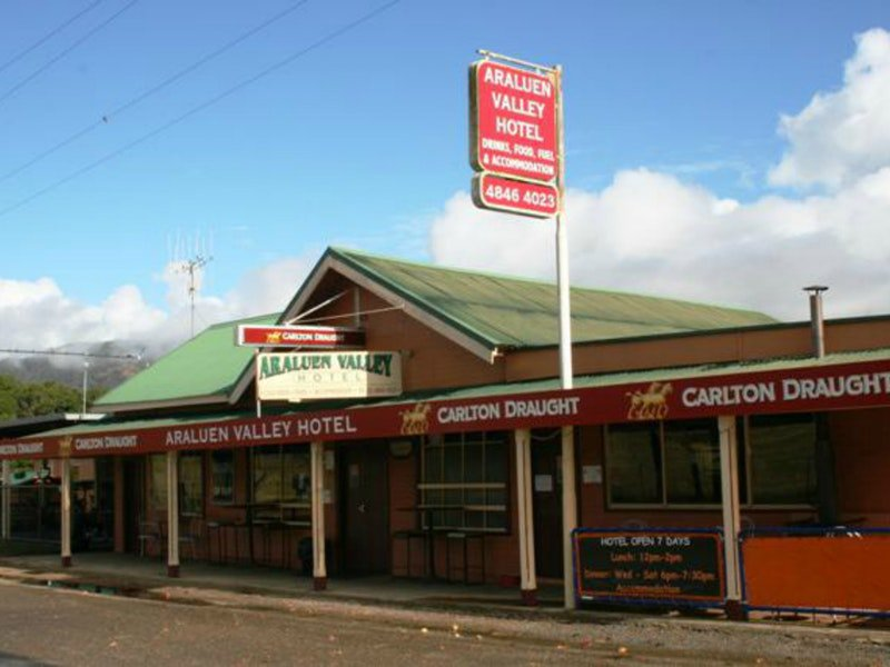 Araluen Hotel - Geraldton Accommodation