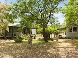 Red Tractor Retreat - Geraldton Accommodation