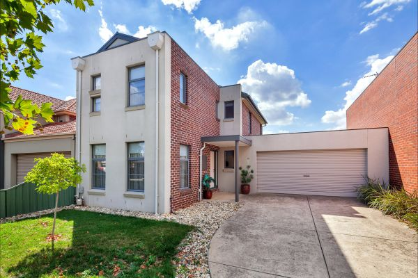 Phoenix House - Ballarat Townhouses - Geraldton Accommodation