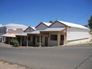 Carmines Antiques and Accommodation - Geraldton Accommodation