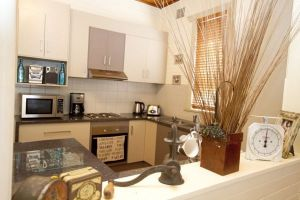 Anderl's Beach Cottage - Geraldton Accommodation