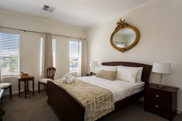 Lakeside Retreat - Geraldton Accommodation