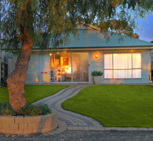17 QED Lakehouse - Geraldton Accommodation