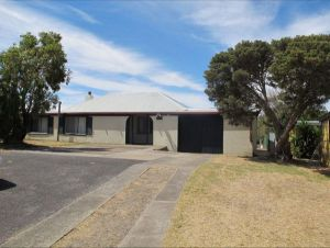 Carthew Street Holiday Home - Geraldton Accommodation