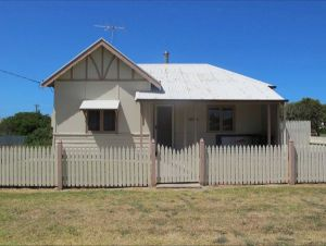 Ellison's Holiday Home - Geraldton Accommodation