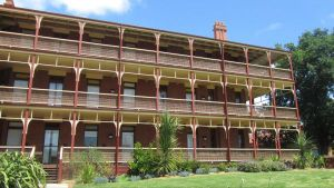 Yarra House - Geraldton Accommodation