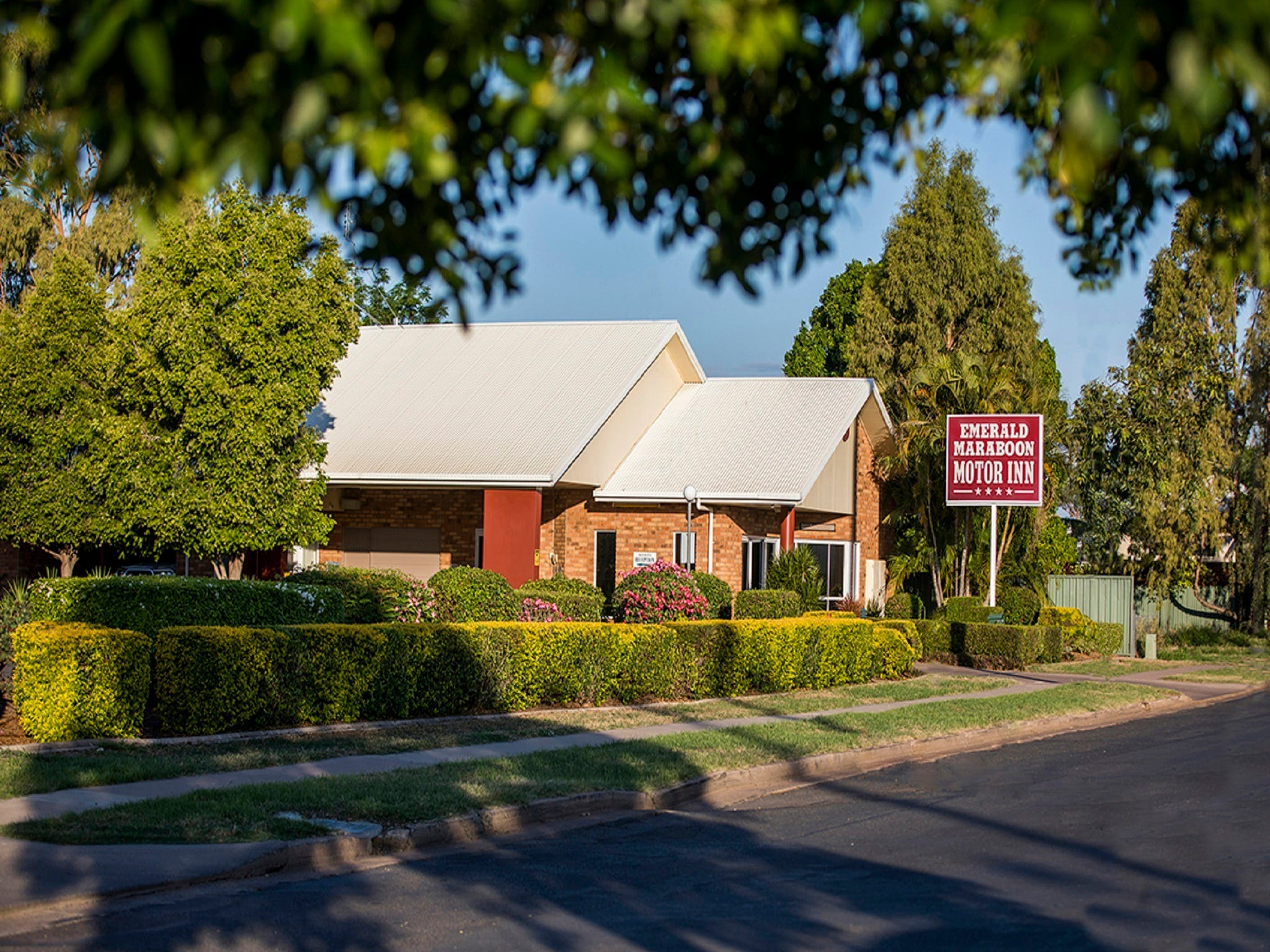 Emerald Maraboon Motor Inn - Geraldton Accommodation