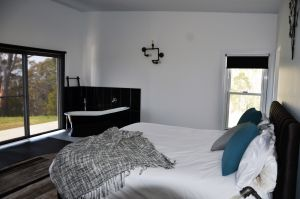 Hickory Moon - Geraldton Accommodation
