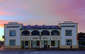 Meningie Hotel - Geraldton Accommodation