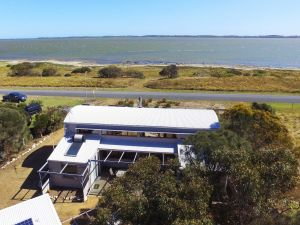 Coorong Aurora - Breathtaking Waterfront Escape - Geraldton Accommodation