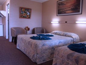 Whitsunday Palms Motel - Geraldton Accommodation
