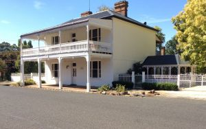 The White House Carcoar - Geraldton Accommodation