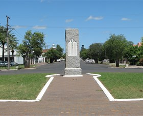 War Memorial and Heroes Avenue - Geraldton Accommodation