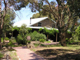 St Anne's Vineyard - Myrniong - Geraldton Accommodation