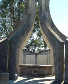Inverell and District Bicentennial Memorial - Geraldton Accommodation